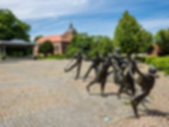 Figures in Castle Square in Winsen