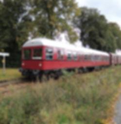 Auf alten Schienen die Landschaft erkunden, mit dem Zug von Hamburg nach Lüneburg und von dort mit der Bleckeder Kleinbahn an die Elbe