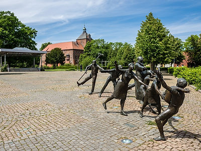Figures in front of the Marstall in Winsen Luhe