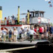 Schifffahrt auf der Elbe, Landschaft und Natur an der Elbe geniessen
