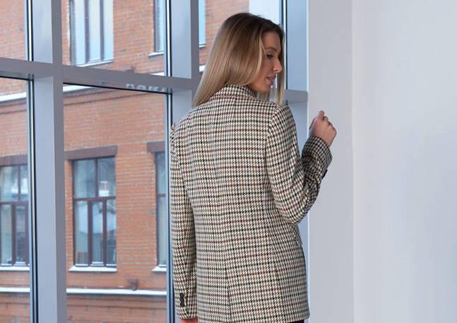 2103_Женский пиджак бежево-серого цвета