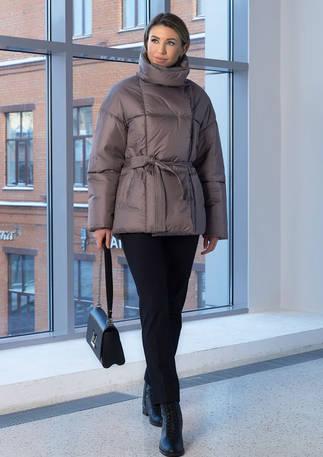 Женская куртка бежево-серого цвета