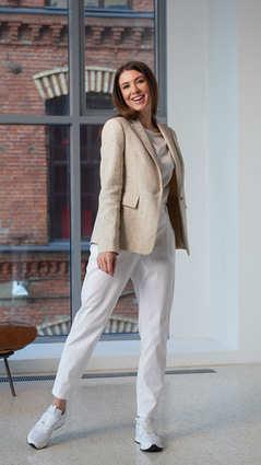 Женский бежевый пиджак 2001