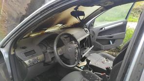 Incendiu pe centura Devei la o mașină în urma unui scurtcircuit electric.
