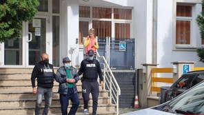 Arest preventiv pentru bătrânul din Deva, care pipăia femei și minore pe stradă