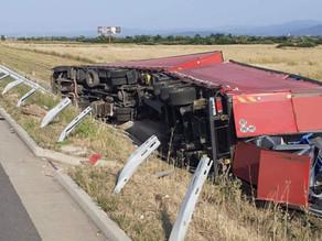 Camion răsturnat pe A1, în apropiere de Traian Vuia