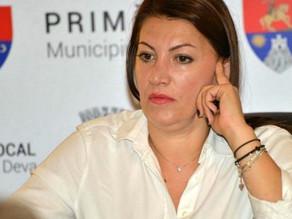 Fosta secretară a Primăriei Deva, Laura Sârbu, rămâne în arest preventiv
