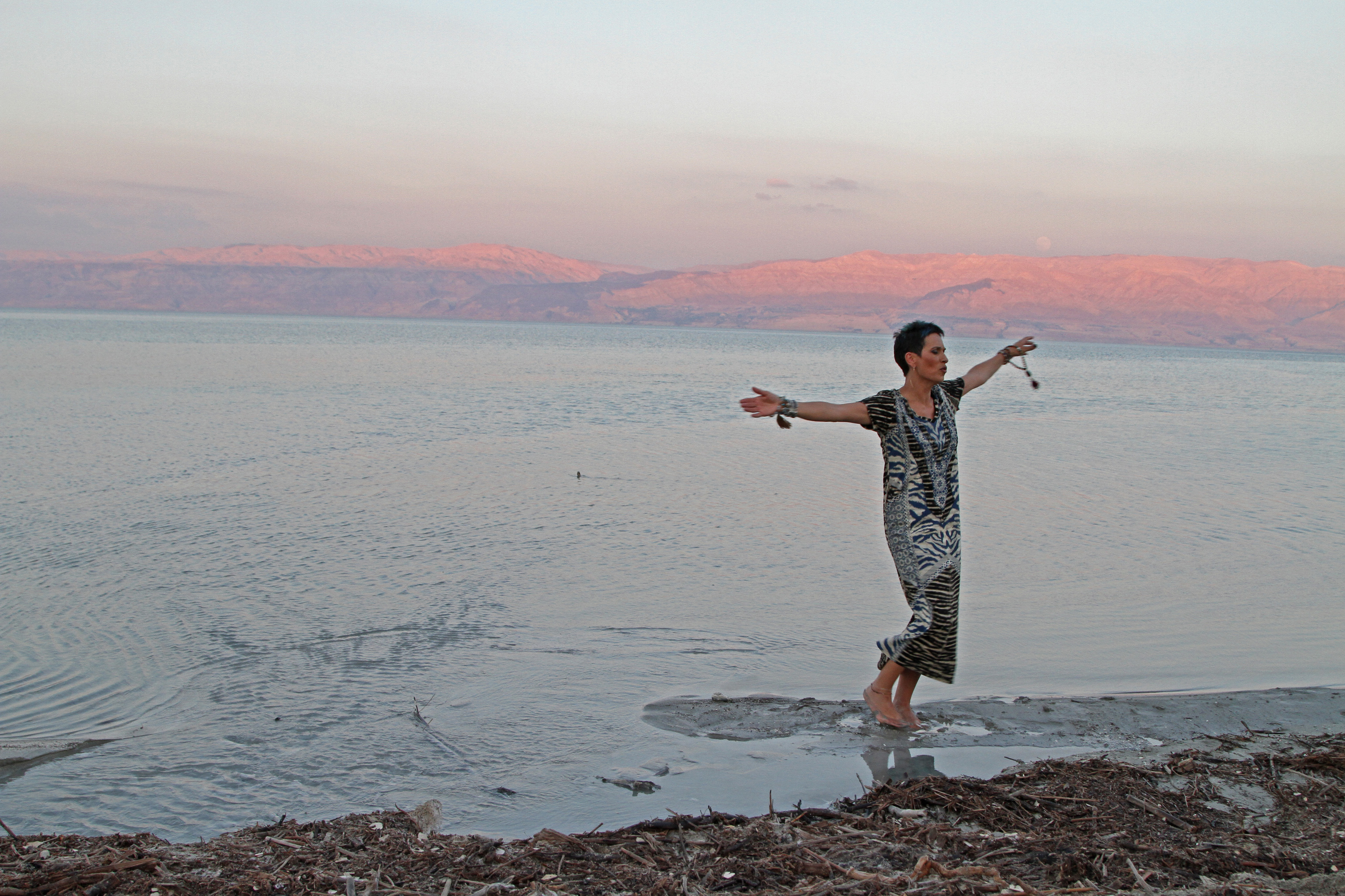"""צילומי """"לכי לך"""" בים המלח"""
