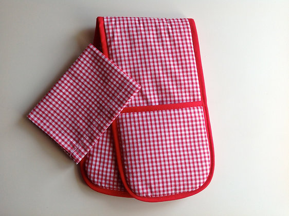 Small Red Gingham Toy Oven Gloves and Tea Towel