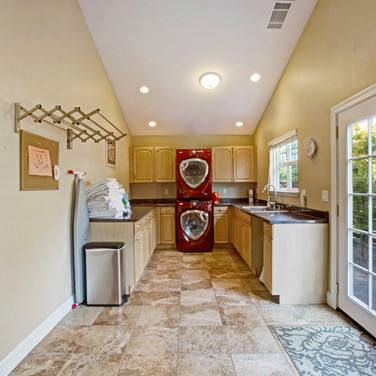 Fully equipped laundry room