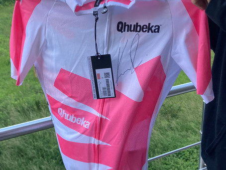 Dres Qhubeka (Assos), růžový. S podpisem Romana Kreuzigera