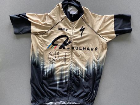 Závodní dres olympijského vítěze Jardy Kulhavého s podpisem