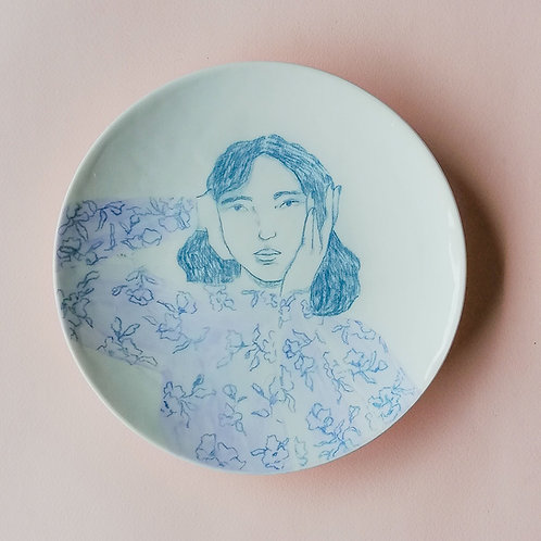 Plato mujer azul