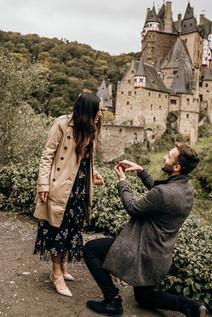 Engagement Fotoshooting am Burg Eltz