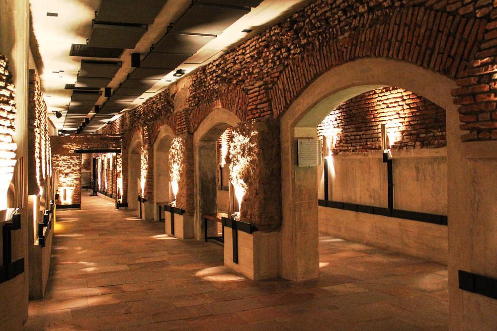 Bajo este edificio se descubrieron túneles con más de cuatro siglos de vida porteña.