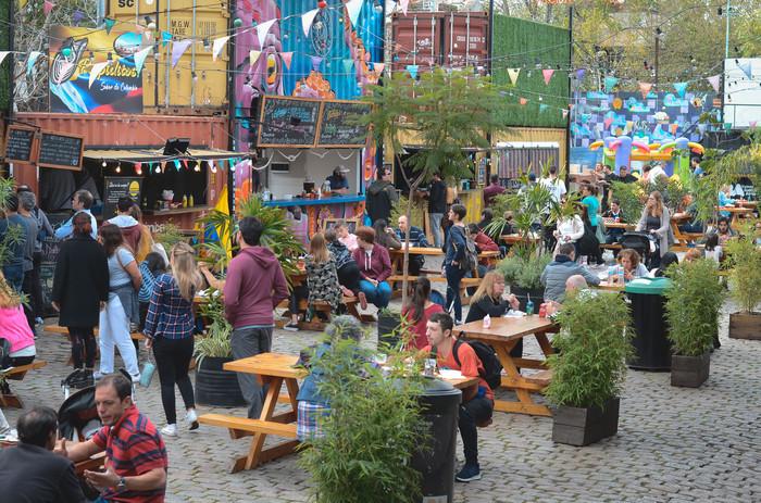 Música, stand up y cine en los patios gastronómicos