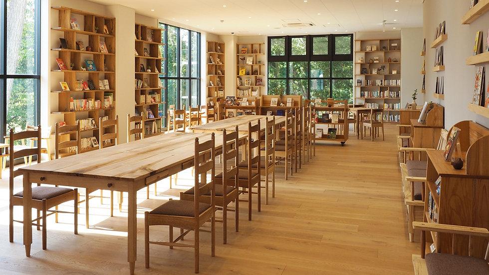 街の木でつくられた図書館