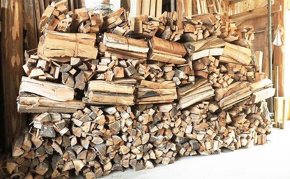 街の木が活用された薪