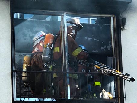 Una casa se incendia en La ciudad de Koto en Tokyo