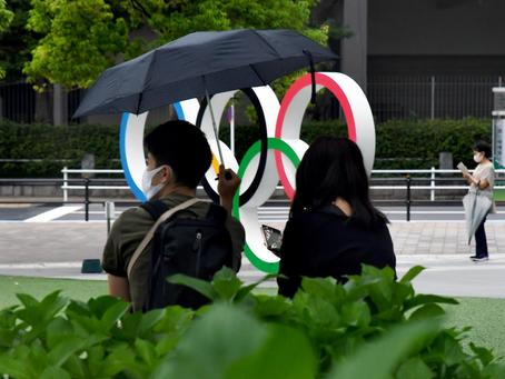 Los Anillos Olímpicos en La ciudad de Shinjuku.