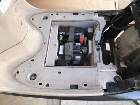 Qué tan fácil o difícil es cambiar la batería de una motocicleta Giorno