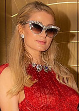 220px-Paris_Hilton_Monaco_2019_(cropped)
