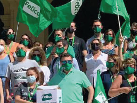 Fetico entrega en el Ayuntamiento de Málaga firmas en contra de la Zona de Gran Afluencia Turística