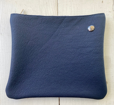 About ILSE - Clutch blue navy