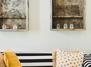 Comfortable Suite - living room.jpeg