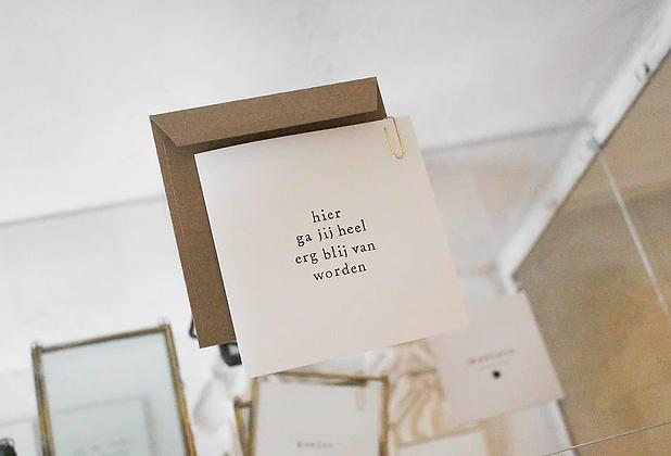 IKPAKJEIN (NL) - Postcard Hier ga jij heel blij van worden
