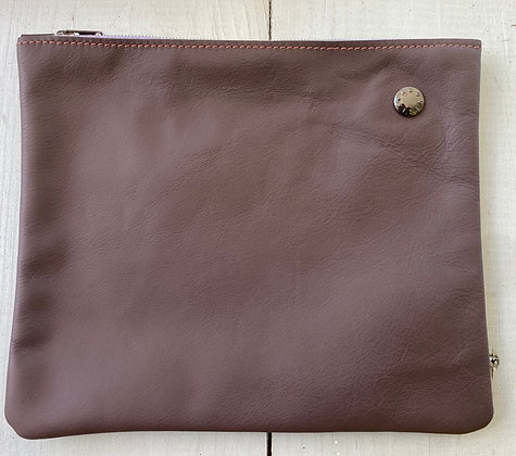 About ILSE - Clutch purple