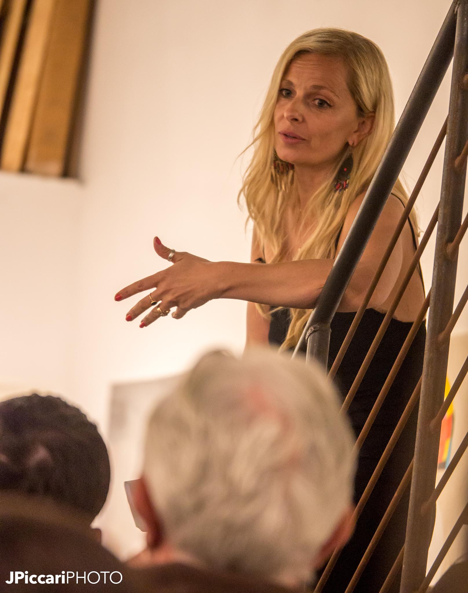 Photographer Gisele Lubsen speaking