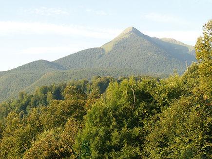 Le mont Cagire face au Jardin des Sortilèges