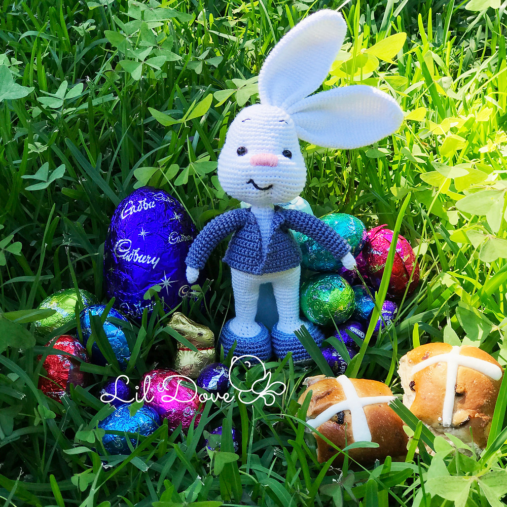 Crochet Pattern Amigurumi Little Easter bunnies in a UFO SHIP | 1000x1000