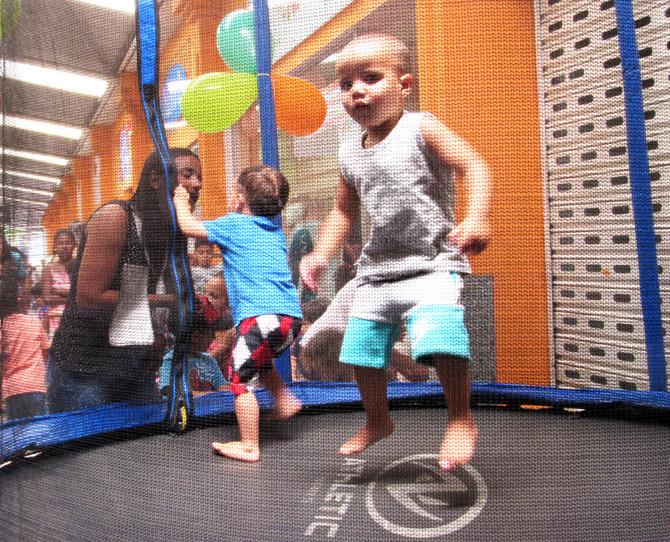 Mais de 300 pessoas celebram o Dia das Crianças na Cooperouro
