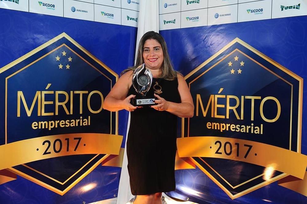 Diretora Comercial,  Ivani Silva, representou a Cooperouro na premiação.