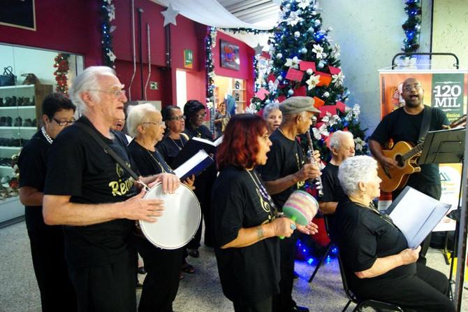 Cooperouro e Grupo Renascer realizam Cantata de Natal