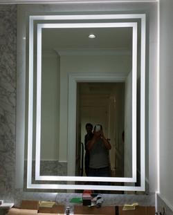 Mirror with sandblasted stripes