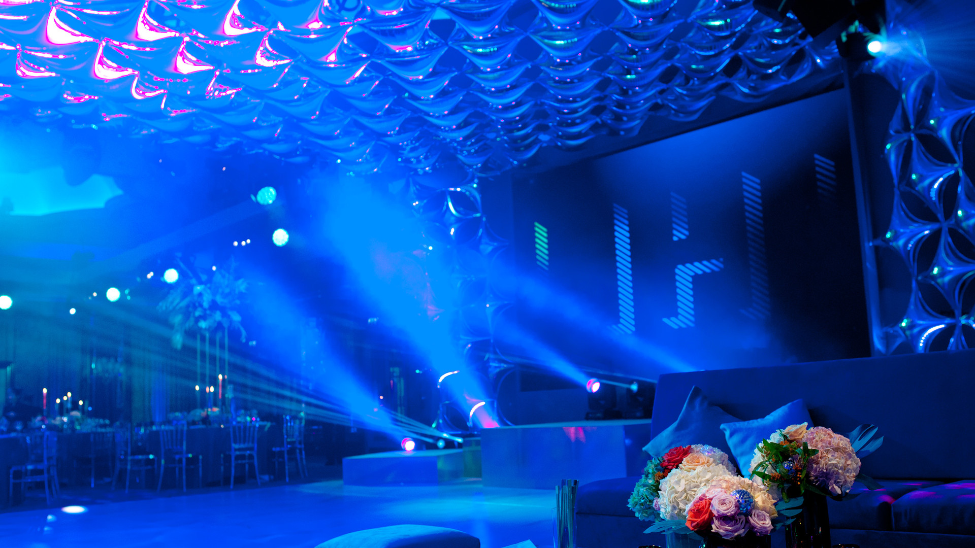 LED screen ceiling balloon installation