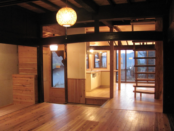 shojiko.  high village house.  livingroom.  entrance and kitchen.   .jpg