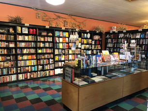 Found this whimsical bookstore and curio shop in Fargo, ND, last Sunday. Zandbroz variety—it's like