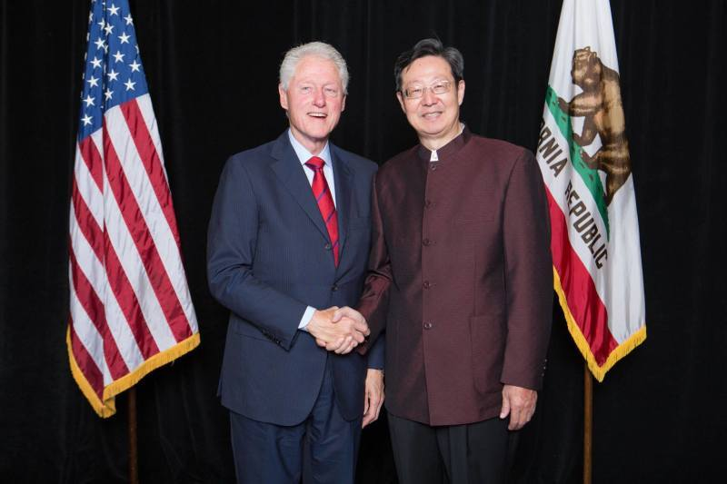 Robert Sun with President Clinton