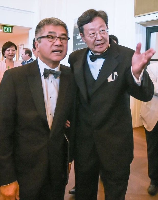 Robert Sun with Gary Locke