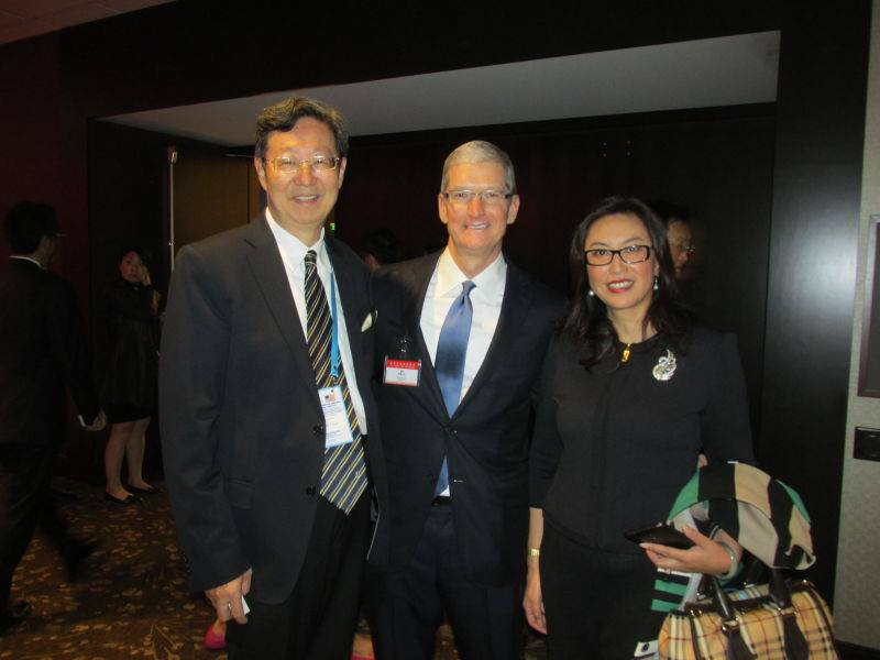 Mr. & Mrs. Robert Sun with Tim Cook