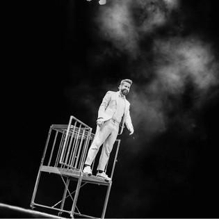 Christian Magritte saliendo de la Jaula en el Teatro López de Ayala en la Ciudad de Badajoz