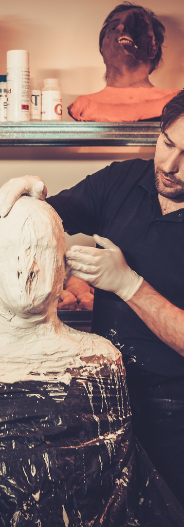 men-during-lifecasting-process-in-a-pros