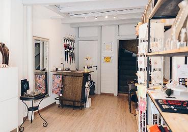 Boutique, Boutique Appart, Carré d'artistes, 1350 Orbe, Martine Terrats, cadeaux, bijoux, vêtements