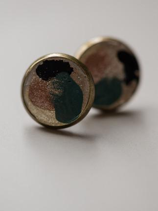 Ohrring, Beton, Kupfer,  Grün, Schwarz, Gold Material der Fassung: Messing   28€  Artikelnummer: 1012 Bestellung per Kontaktformular