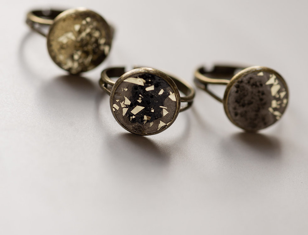 golden flakes ring