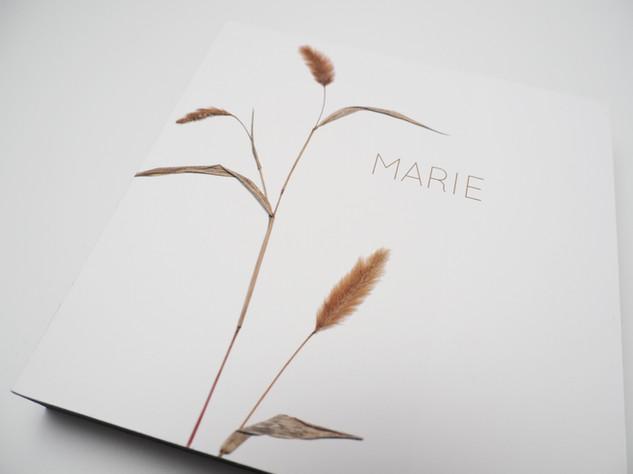Holzbild 15x15cm  Kunstdruck auf schwarz durchfärbtem MDF. Zum hinhängen und hinstellen!  29€  Artikelnr: 2025 individuell Bestellung per Kontaktformular
